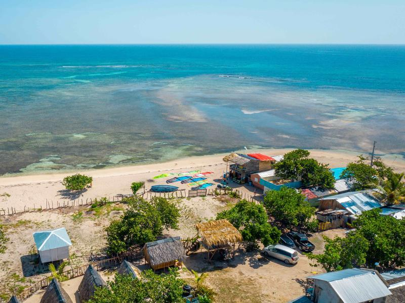 Aerial view of the beach in Buen Hombre. DR